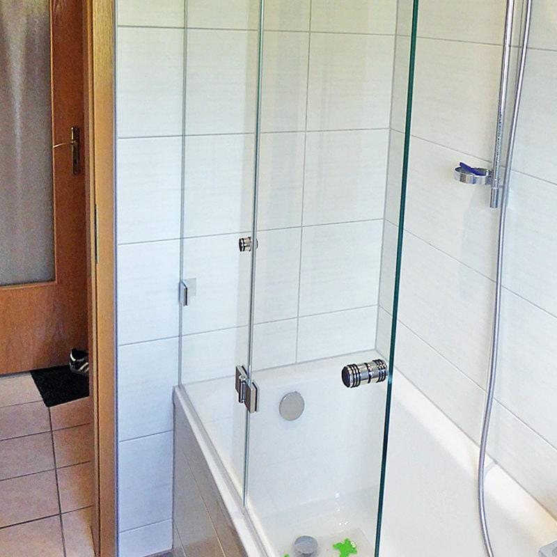 Faltbarer Badewannenaufsatz, geschlossen