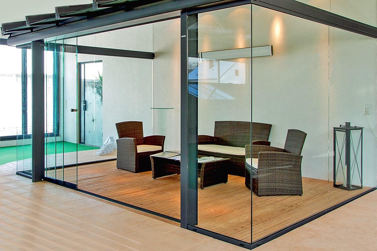 Glas-Lösungen aus einer Hand und das gesamte Leistungsspektrum von individuell gefertigten Gläsern und den dazu passende Beschläge.