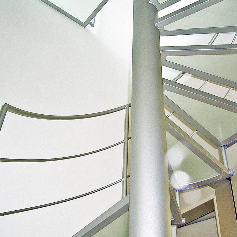 Treppenstufen aus begehbarem Glas mit Siebdruck rutschhemmend