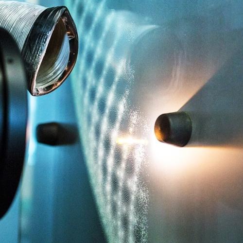Lasermattierungsanlage in Aktion