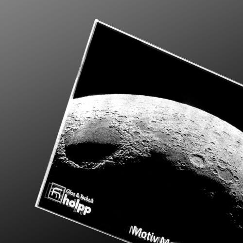 Mondmotiv gelasert auf Super Black
