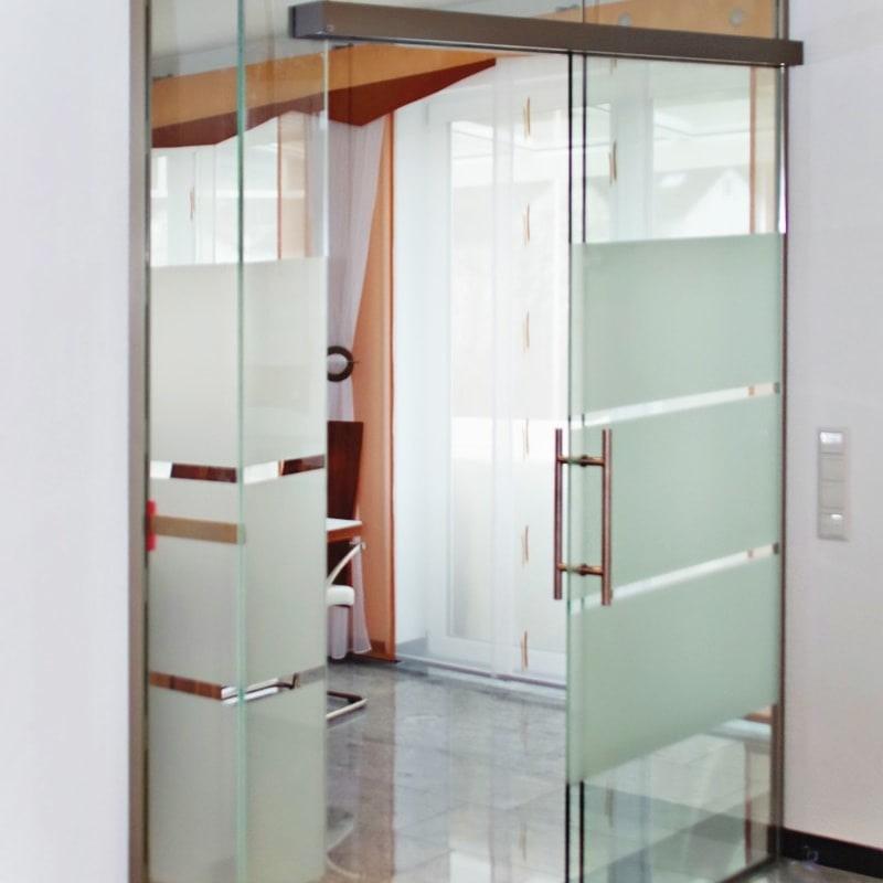 Schiebeanlage GlasGlas mit Sandstrahlmotiv 3Blox