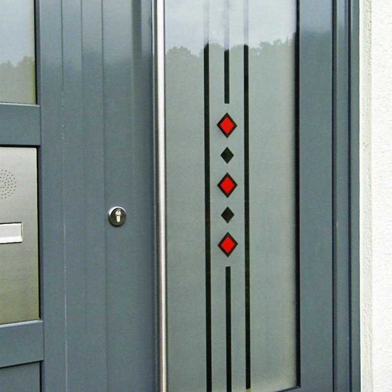 Haustürverglasung mit Sandstrahlmotiv und Farbapplikation