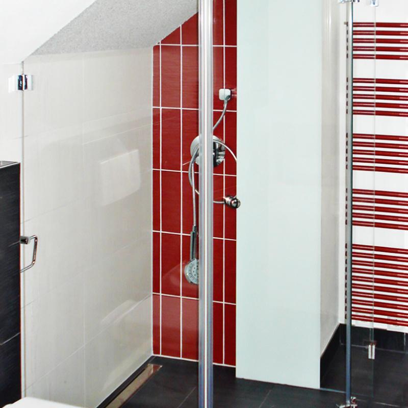 5-eck-Duschabtrennung mit innen flächenbündigen Beschlägen