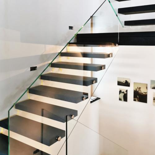 Treppengeländer mit Punkthaltern zur ZiE