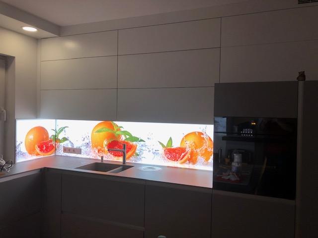 Digitaldruck auf Küchenrückwand aus Glas hinterleuchtet, Orange
